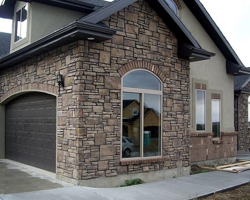 Фасад из искуственного камня