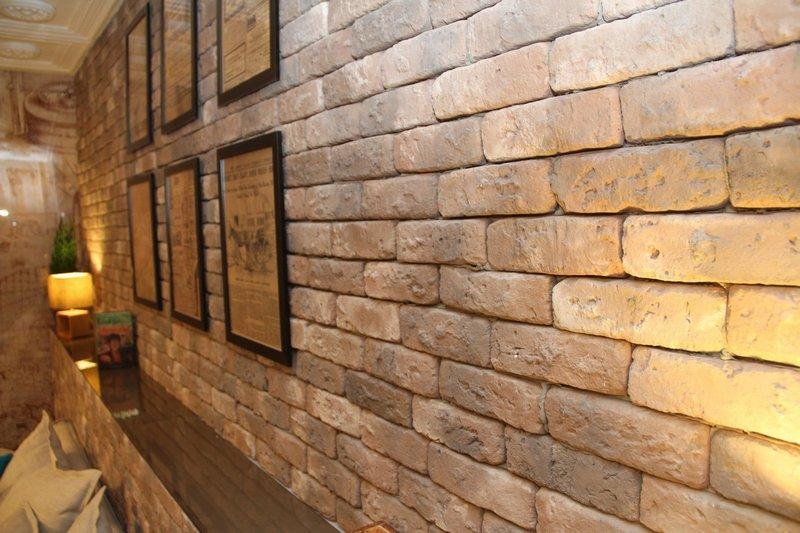 Декоративная плитка на стене